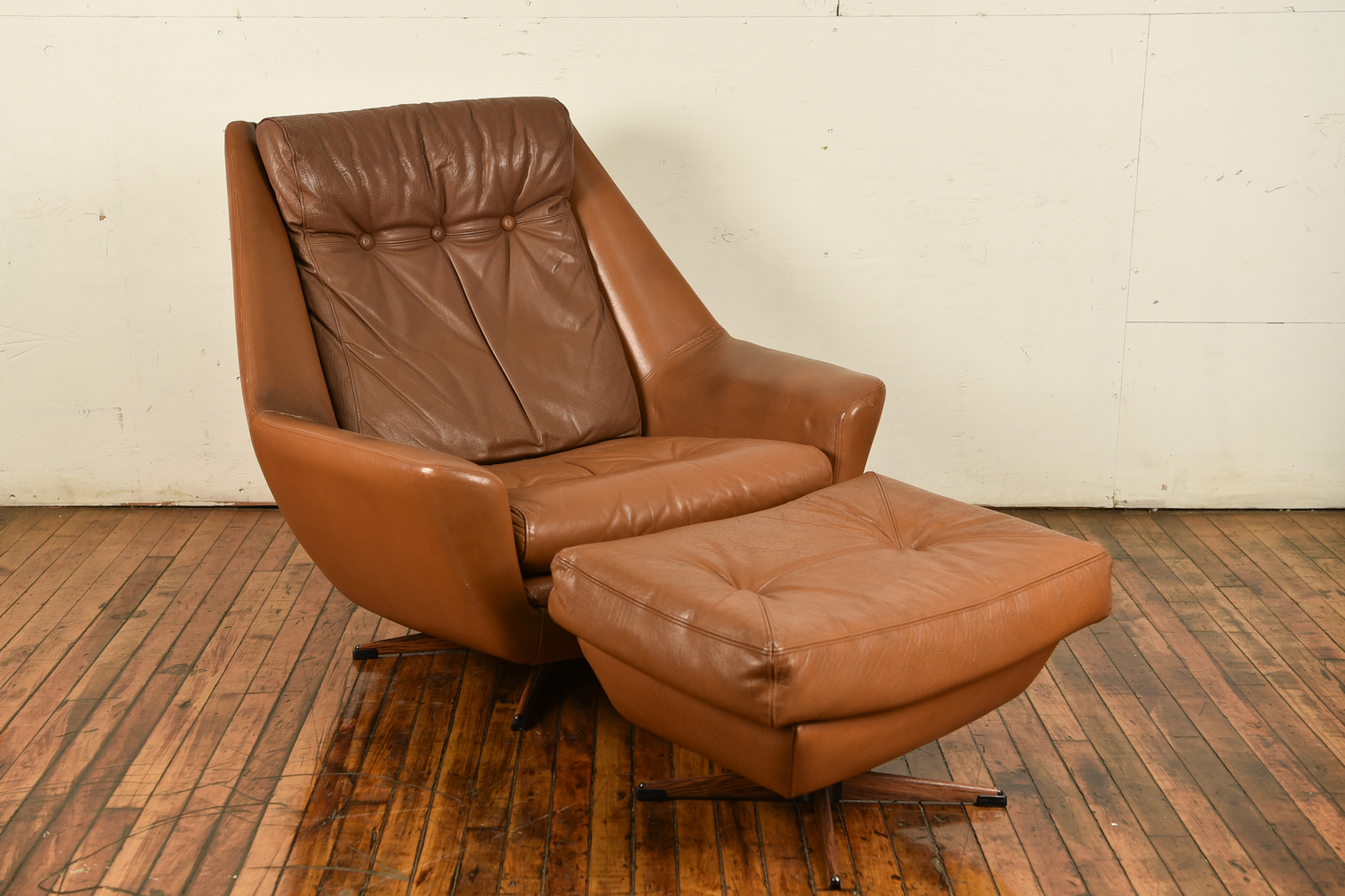 Awe Inspiring Danish Mid Century Leather Lounge Chair And Ottoman Dailytribune Chair Design For Home Dailytribuneorg